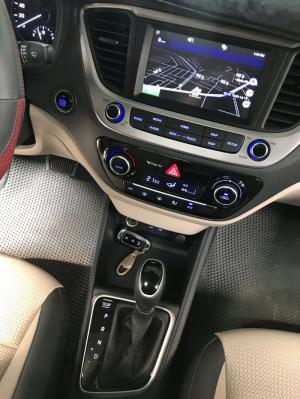 Bán Hyundai Accent 1.4AT bản đủ màu bạc số tự động sản xuất 2018 chạy lướt 8700km