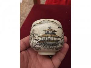 Chén sứ Nhật vẽ vàng xưa, lành, dày, chắc chắn,  một bức tranh phong cảnh Nhật cực đẹp trên thân chén