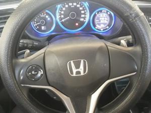 Bán Honda City 1.5AT màu bạc số tự động sản xuất 2016 biển Sài Gòn đi 46000km