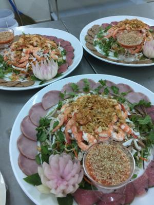 Dịch Vụ Nấu Ăn Quang Hùng Đà Nẵng ! Chuyên Nhận Nấu Tiệc Cưới Tại Nhà