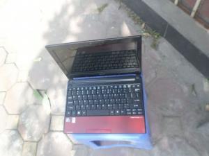 Thanh lý notebook acer one 150, nhỏ gọn, nhẹ