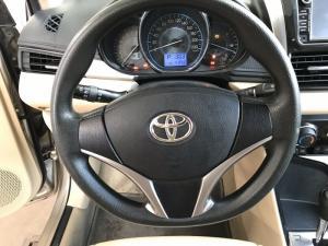 Bán Toyota Vios E 1.5AT màu vàng cát số tự động sản xuất 2017 biển tỉnh đi 41000km