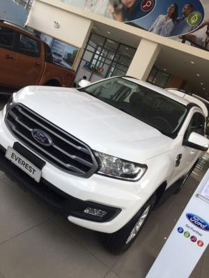 Giá xe Ford Everest hấp dẫn giao xe ngay