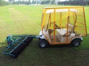 Xe nhặt bóng golf có người lái