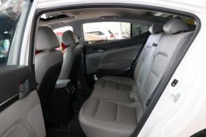 Bán Hyundai Elantra GLS 2.0AT màu trắng số tự...