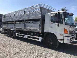 Xe tải chở gia súc