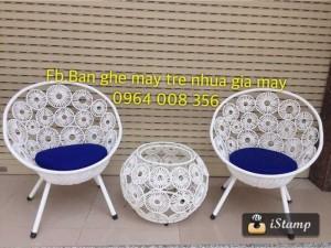 Bộ bàn ghế nhựa giả mây đan hoa đồng tiền nhỏ gọn cho ban công chung cư