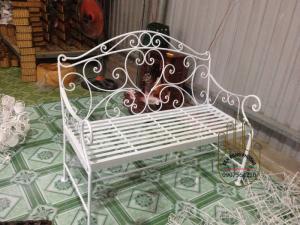 Ghế băng sắt  hoa  văn sân vườn