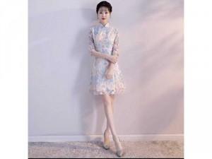 Váy cố trang trung hoa cách tân