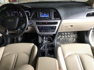 Bán Hyundai Sonata 2.0AT màu trắng số tự động...