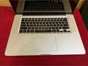 Macbook Pro 15 i7 8g ssd 180g nguyên zin
