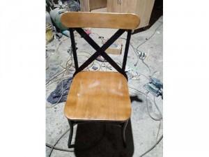 Ghế gỗ chân sắt sơn tĩnh điện