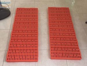 Tấm nhựa lót sàn 40x110 cao cấp Phú Hòa An