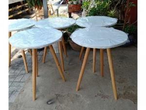 Bàn ghế chân gỗ mặt nhựa trắng
