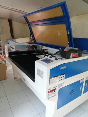 Bán máy laser 1390 giá thanh lý máy mới 100%