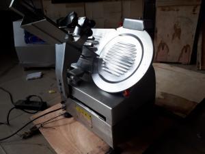 máy cắt thịt bò đông lạnh tự động,máy thái lát chả lụa bán bánh mỳ