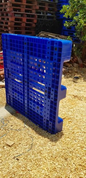 Pallet nhựa hàng chuẩn xuất xắc