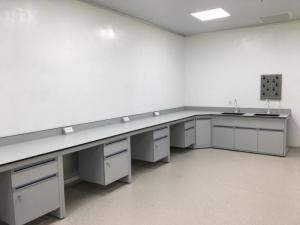 Bàn Áp Tường Có Chậu Rửa – chuẩn phòng Lab vi sinh