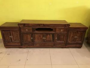 Tủ tivi gỗ cẩm lai 3 cục vân gỗ đẹp