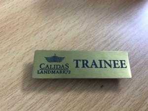 Biển tên và chức danh cho nhân viên- Brandde đồ dùng doanh nghiệp giá rẻ