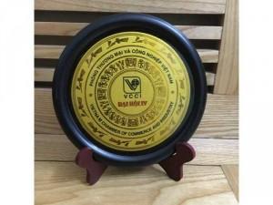 Logo đồng Phòng thương mại và công nghiệp Việt nam VCCI, hoa văn Việt cổ viền xung quanh