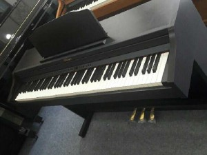 Piano Roland RP 501 like new