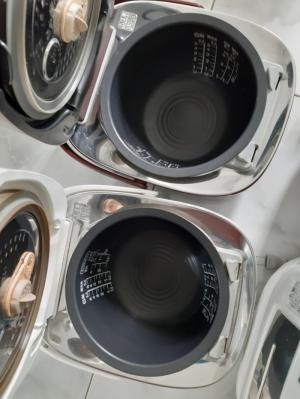 Nồi cơm điện cao tần TOSHIBA 1L áp suất hút chân ko 1 van