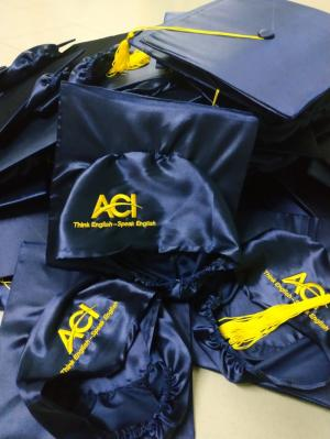 Cho thuê áo tốt nghiệp đại học, lễ phục tốt nghiệp đại học ở bình dương