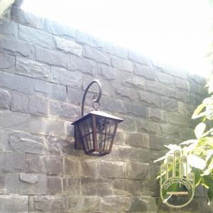 Đèn tường sân vườn trang trí kiểu dáng cổ điển