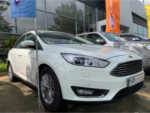 Ford Focus Titanium bản full option