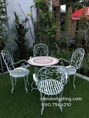 Bàn ghế sắt sân vườn giá rẻ