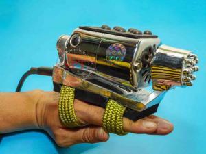Máy massage đeo tay tiệm tóc rung mạnh Phú Quý