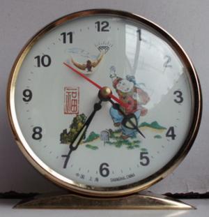 đồng hồ chạy cơ để bàn báo thức