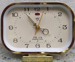 đồng hồ chữ nhật chạy cơ đẻ bàn có báo thức ko sử dụng pin
