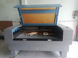 Bán máy Laser cắt mica quảng cáo đã sử dụng 1 năm tại Vĩnh Long