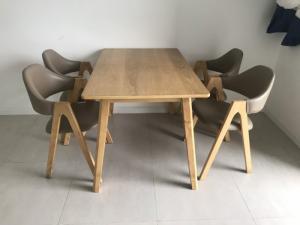2019-09-17 08:41:25  2 Hàng mới 90%, không trầy xước Bộ bàn an bằng gỗ gồm 4 ghế và bàn 3,500,000