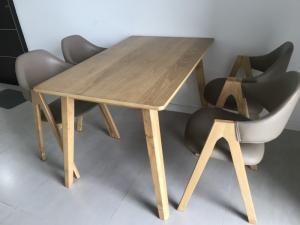 2019-09-17 08:41:25 Bộ bàn an bằng gỗ gồm 4 ghế và bàn 3,500,000
