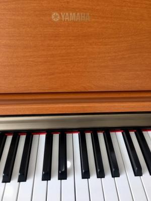PIANO YAMAHA J-7000