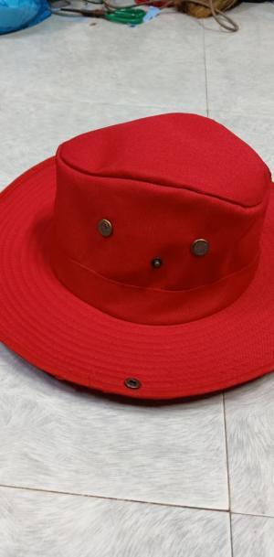 chuyên may mũ tai bèo có nút bấm 2 bên , nón cao bồi