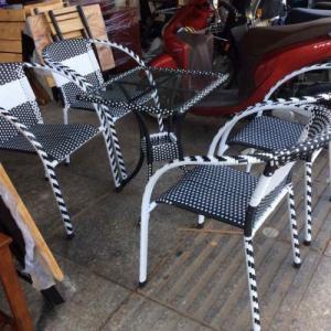 bàn ghế cafe chân gỗ mặt niệm làm tại xưởng sản xuất HGH 824