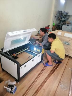 Cung cấp máy laser cắt khắc mica làm nhãn tủ điện