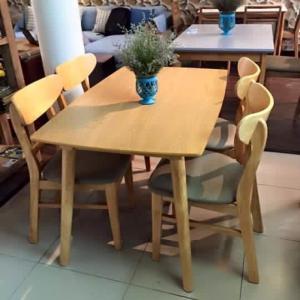 CÔNG TY TNHH SẢN XUẤT HGH cung cấp các sản phẩm nội thất tiêu chuẩn xuất khẩu đi các nuớc Hàn Quốc, Nhật Bản, Châu Âu Bộ bàn ghế với chất liệu gỗ cao su tự nhiên. Kích thước: bàn 700cm x 1200m Màu sắc: màu gỗ, màu đen, trắng... Ghế: lót đệm. Sản phẩm có t