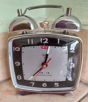 đồng hồ để bàn chạy cơ thập niên 90