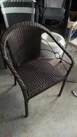 Cần bán bàn ghế nhựa chân gỗ hàng nhập khẩu...