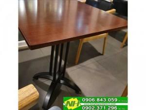 bàn chân trụ sắt mặt gỗ