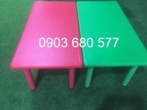 Cần bán bàn nhựa hình chữ nhật cho trẻ em mầm non