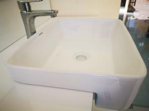 Chậu rửa bán âm - lavabo bán âm BS01