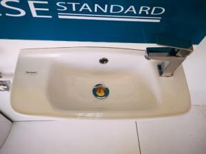 Chậu rửa treo - lavabo treo BW01