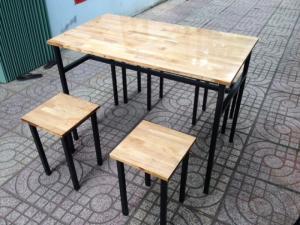 Bộ bàn ghế nhựa nhìu màu có chân trụ gỗ Nguồn gốc: Chính hãng Hãng sản xuất: Hoàng Trung Tín Bộ