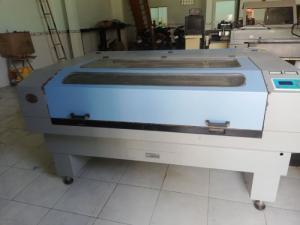 Máy laser cắt quảng cáo đã qua sử dụng 1 năm cần bán lại